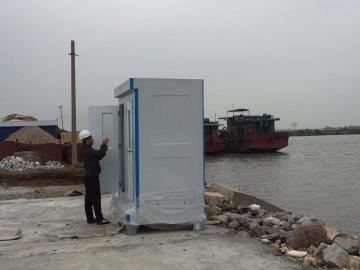 Các công trình ven biển không thể thiếu nhà vệ sinh di động Handy